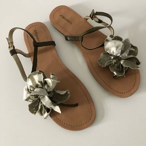XHILIRATION target sandals cloth flower Olive sz 9